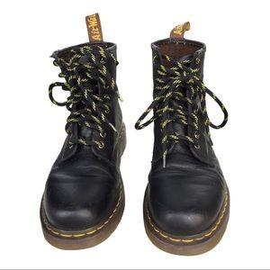 Doc Martens sz M7 black 8 hole leather boots